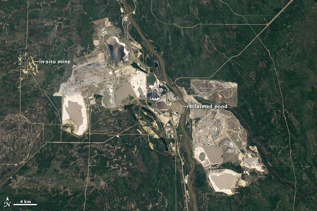Athabasca River tar sands mining operation. 2011 NASA Earth Observatory (Public domain photo.)